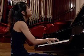 目をつぶってピアノ